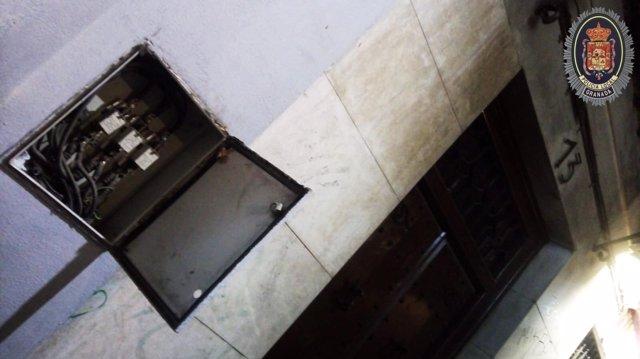 Contador donde guardaban droga tres detenidos por venta al menudeo