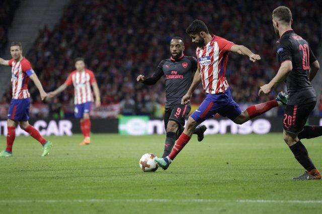 Diego Costa disparando a portería