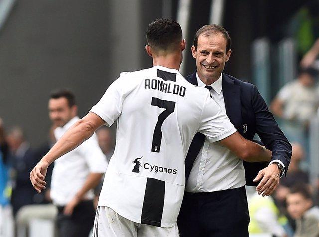 Cristiano Ronaldo abraza a Massimiliano Allegri
