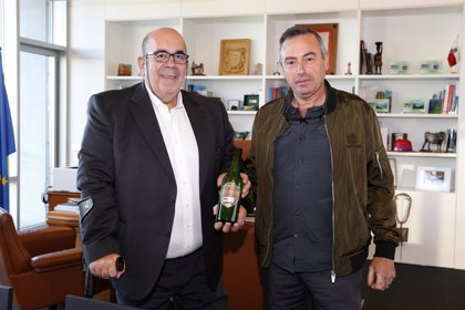 El Gobierno apoya a la empresa Somarroza en el litigio por el uso de la botella verde de sidra