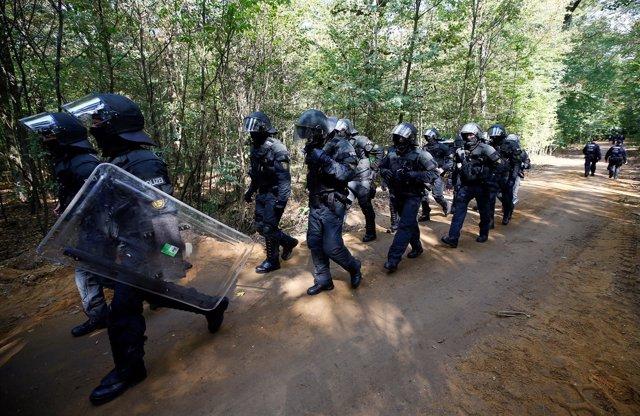 Desalojo de ecologistas del bosque de Hambach, en Alemania