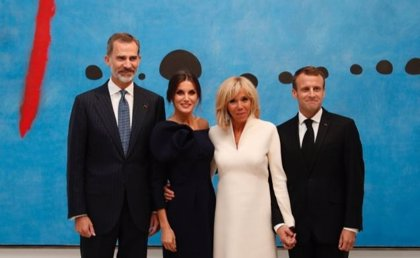 Los Reyes mantienen una cena privada con Macron y la primera dama de Francia tras visitar la exposición de Miró