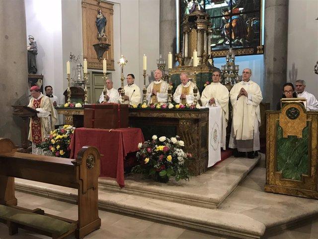 Ceremonio de bendición de la sepultura de Guadalupe Ortiz de Landázuri