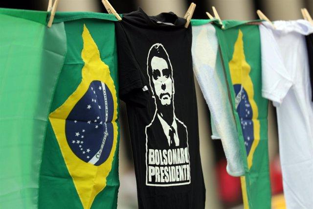 Camiseta con la imagen del candidato presidencial Jair Bolsonaro