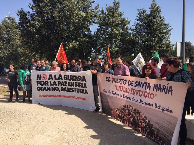 Cargos de IU en una Marcha a Rota
