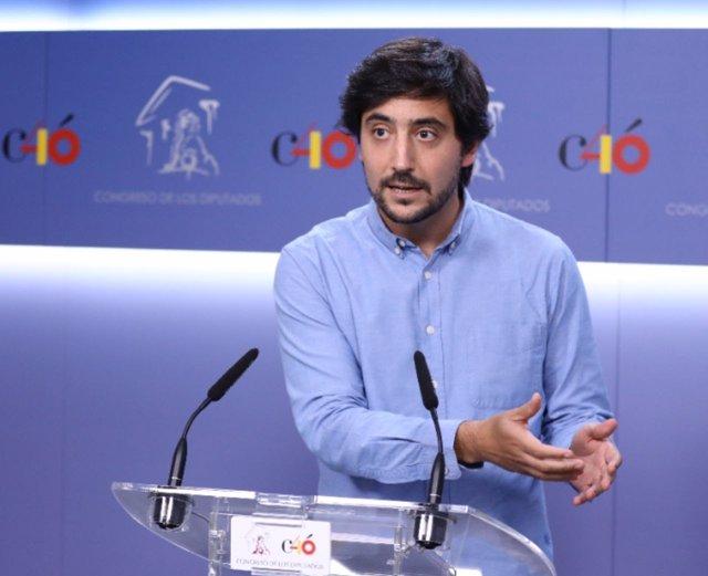 Toni Roldán, diputado de Ciudadanos, en una rueda de prensa en el Congreso