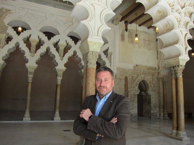 José Luis Soro, posando en el Palacio de la Aljafería