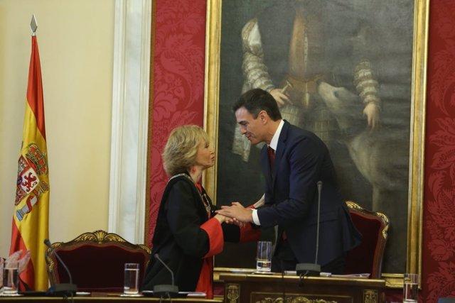 María Teresa Fernández de la Vega y el presidente Pedro Sánchez