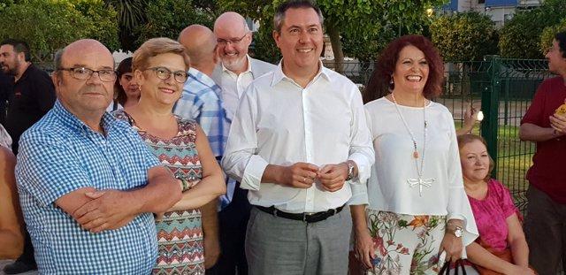 El alcalde de Sevilla participa en la inauguración de la nueva Plaza de Azahín
