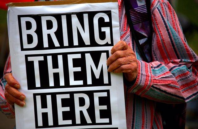 Protesta contra los centros de detención para migrantes en el Pacífico