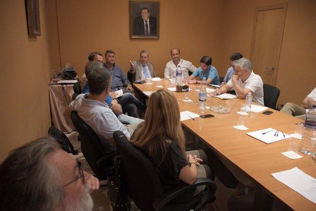 Reunión de Ortiz (PP) con hosteleros y hoteleros de Cádiz