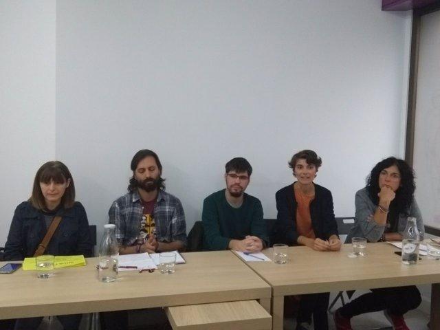 Imagen de la reunión de cargos de Podemnos con militantes, en Basauri