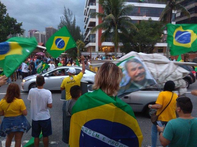 Multitud celebra la victoria de Jair Bolsonaro tras las presidneciales de Brasil