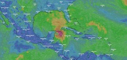 La tormenta tropical 'Michael' cobra fuerza en el Caribe y amenaza la costa sur de EEUU