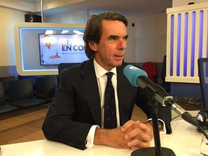 """Aznar dice que dejó a Rajoy un espacio electoral """"unido"""" y Casado lo ha heredado dividido en tres: PP, Cs y Vox"""