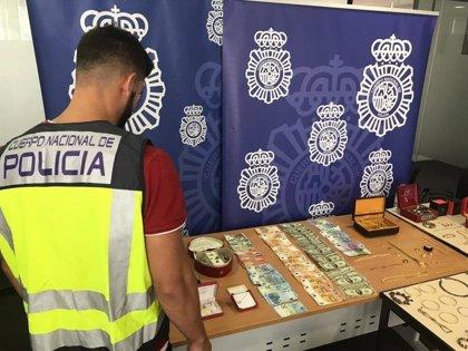 Desarticulan un grupo que asaltó a una anciana en Alcoi para robar joyas y lingotes de oro valorados en un millón