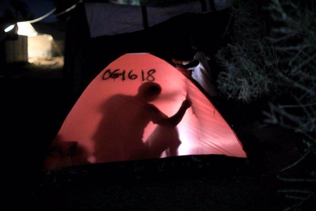 Campamento improvisado junto al enclave de Moria, en Lesbos