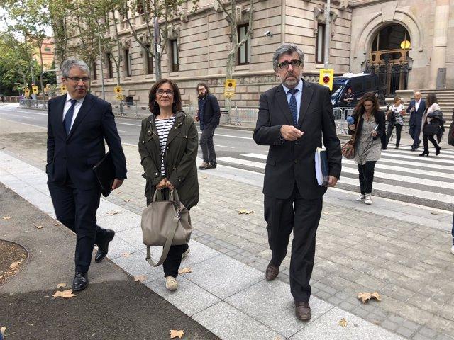 La esposa de Jordi Turull Blanca Bragulat y los abogados J.Pina y F.Homs