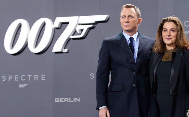 Barbara Broccoli Y Daniel Craig En El Estreno De James Bond Spectre