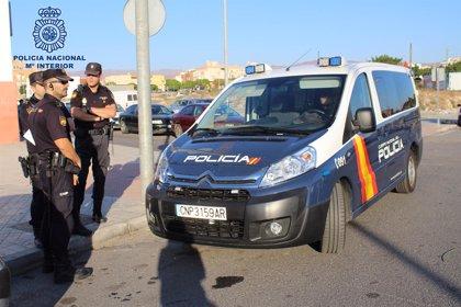 A prisión dos hombres acusados de herir a un joven con cuchillos durante un atraco en Almería