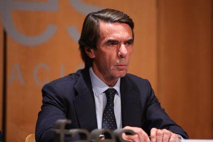 """Aznar ve """"muy respetable"""" la plataforma de Valls pero """"entiende perfectamente"""" que el PP presente su propio candidato"""