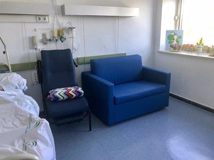 El Materno de Málaga instala 14 sillones cama en Oncología Pediátrica para mejorar la confortabilidad de los familiares