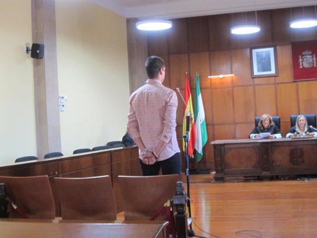 El joven acusado durante el juicio