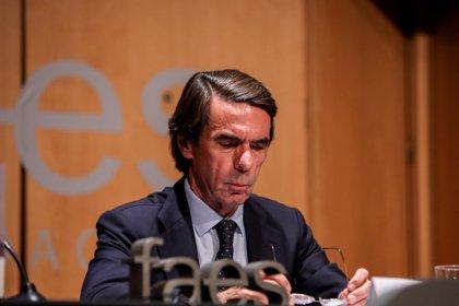 """Aznar admite que siente """"pena"""" tras la condena a Rato y espera que la afronte con """"coraje"""""""
