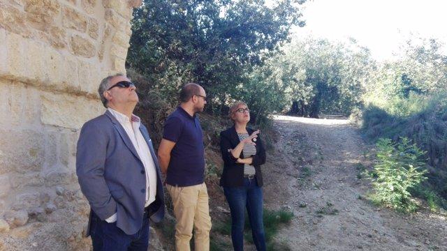 Ruz visita las obras del Puente Califal de Carcabuey