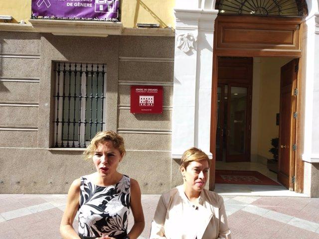 Marta Martín (izq) y Mercedes Ventura, este lunes ante la Sindicatura de Greuges