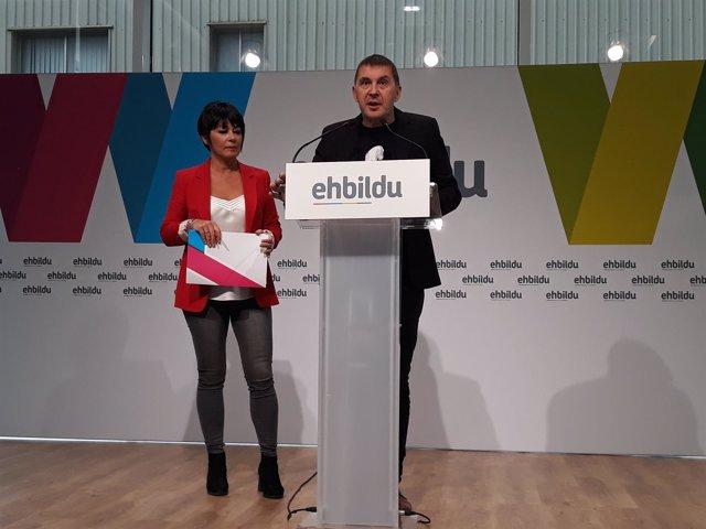 Maddalen Iriarte y Arnaldo Otegi