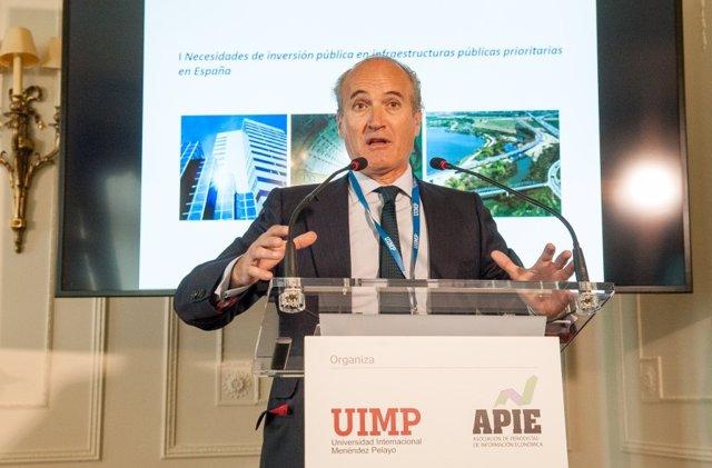 El presidente de Seopan, Julián Núñez, en el curso de la APIE