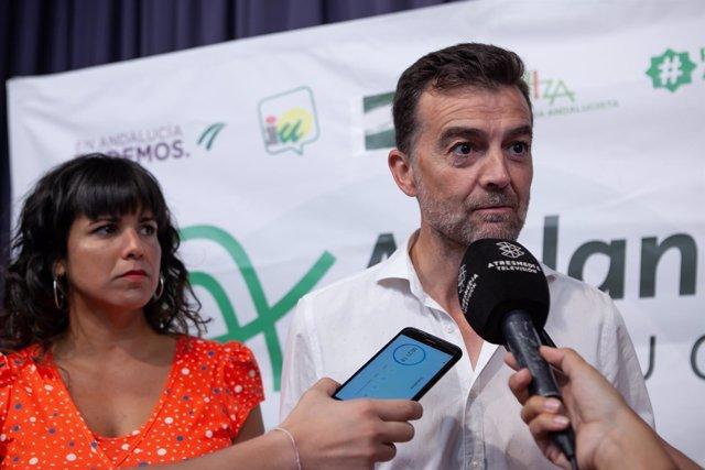En Sevilla, la coordinadora general de Podemos Andalucía, Teresa Rodríguez, y su