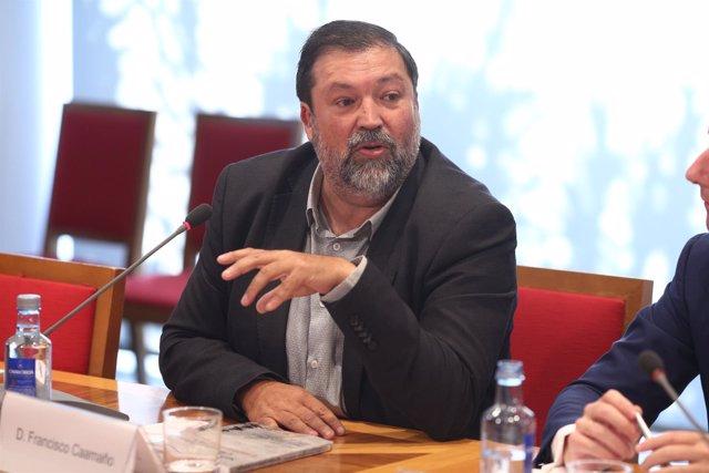 Francisco Caamaño en la presentación del libro Servicios públicos e ideología