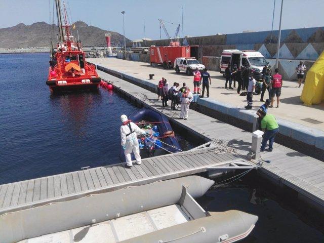 Embarcación neumática remolcada a Fuerteventura