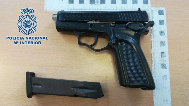 Arma incautada a un detenido por robos en tres establecimientos