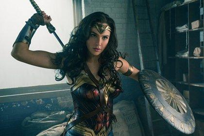 Gal Gadot visita un hospital infantil vestida de Wonder Woman