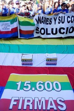 Concentración de 'Todos a una por Linares' ante el Palacio de San Telmo.