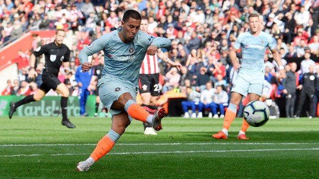 Eden Hazard marca con el Chelsea