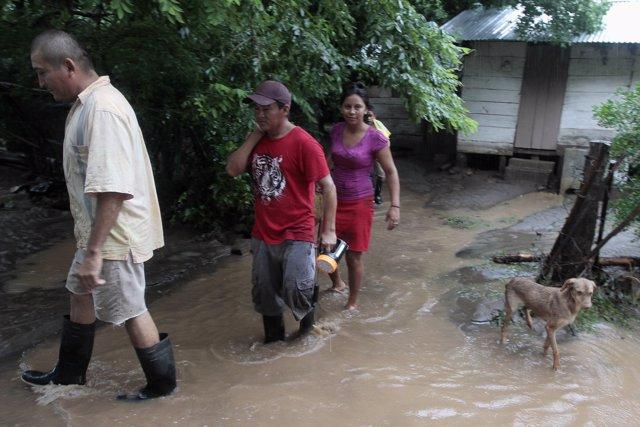 Personas evacuadas por lluvias en Nicaragua