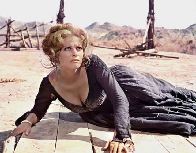 Claudia Cardinale en una escena de 'Hasta que llegó su hora'