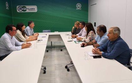 """La Plataforma de los Regadíos del Condado en Huelva recibe """"el compromiso"""" del PP de """"agilizar el trasvase"""""""