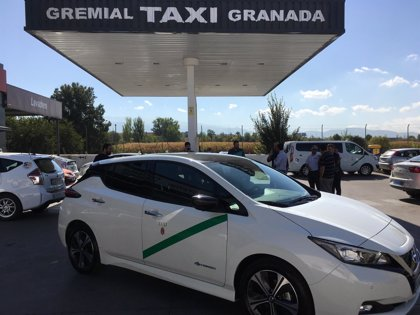 Presentan el primer taxi cien por cien eléctrico de Granada