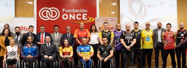 Presentación de los equipos de la liga de baloncesto en silla de ruedas