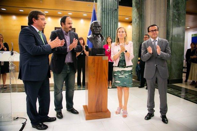 Busto de Diego Muñoz-Torrero