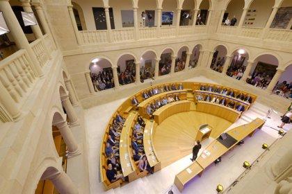 El Parlamento riojano inaugura la exposición de su 30 aniversario en el Antiguo Convento de la Merced
