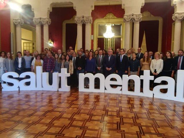 Foto de grupo en el Parlament por la salud mental