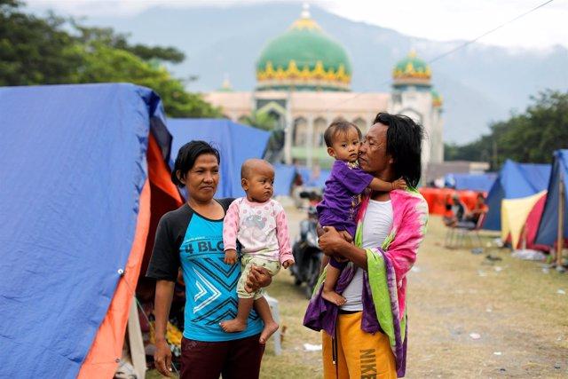 Desplazados por el terremoto y el tsunami en Indonesia