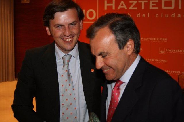 El Senador Del PP Luis Peral, A La Derecha, Con Ignacio Arsuaga, De Hazteoir.Org