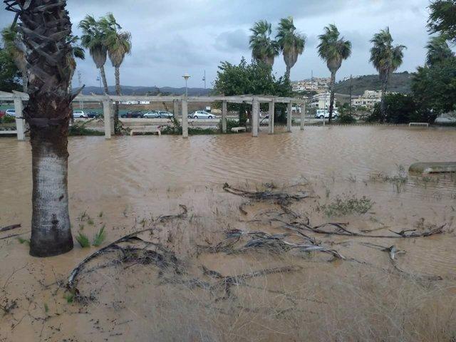 Arroyo desbordado en costa axarquía valle niza velez málaga inundaciones daños